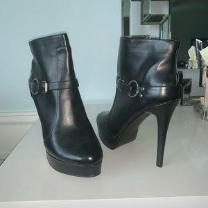 High heel leather black bootie